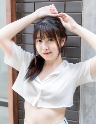 Momo Sakura is